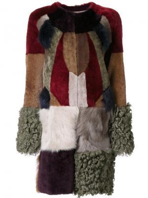 Меховое пальто с лоскутным дизайном Bazar Deluxe. Цвет: многоцветный