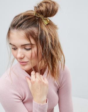 ASOS Резинка для волос с блестящим бантом и искусственным жемчугом. Цвет: золотой