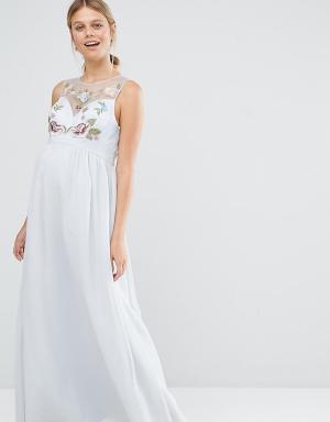 Chi London Maternity Платье макси для беременных с вышивкой. Цвет: синий
