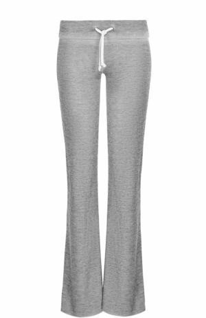 Однотонные расклешенные брюки Wildfox. Цвет: серый