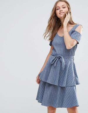 Liquorish Джинсовое платье с оборками на юбке. Цвет: синий