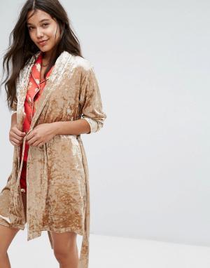 Chelsea Peers Золотисто-розовый халат из бархата. Цвет: золотой