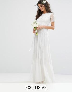 Amelia Rose Декорированное платье макси в винтажном стиле Bridal. Цвет: белый