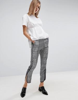 ASOS Укороченные брюки-шаровары с абстрактным принтом. Цвет: мульти