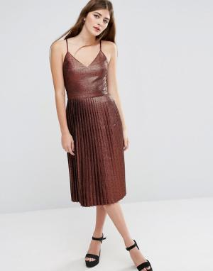 ASOS Бронзовое блестящее платье миди с плиссированной юбкой. Цвет: коричневый