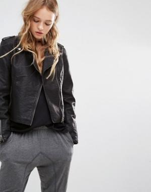 Lira Байкерская куртка из искусственной кожи. Цвет: черный