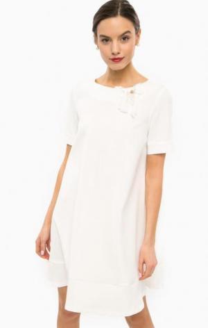 Короткое белое платье расклешенного силуэта POIS. Цвет: белый