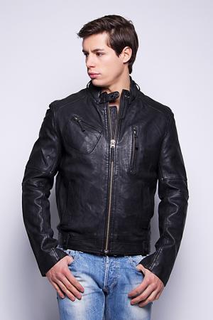 Куртка Giorgio. Цвет: черный