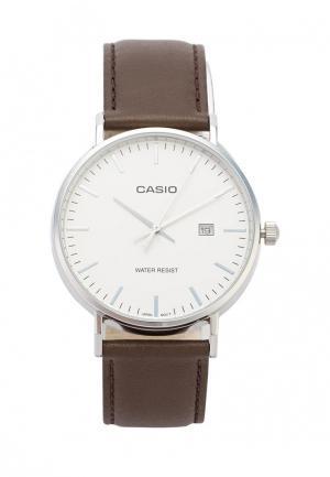 Часы Casio. Цвет: коричневый