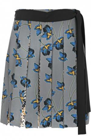 Шелковая мини-юбка в складку с поясом и цветочным принтом Dorothee Schumacher. Цвет: разноцветный