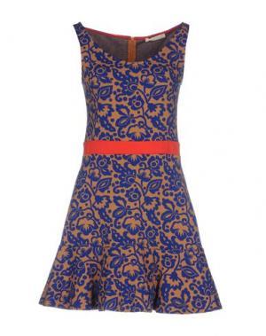 Короткое платье NIOI. Цвет: верблюжий