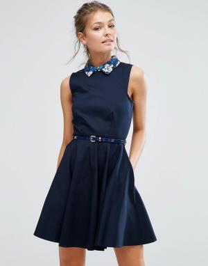 Closet London Короткое приталенное платье с контрастным воротником и поясом в цветоч. Цвет: темно-синий