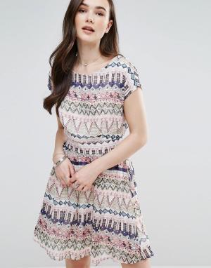 Pussycat London Короткое приталенное платье с принтом. Цвет: мульти