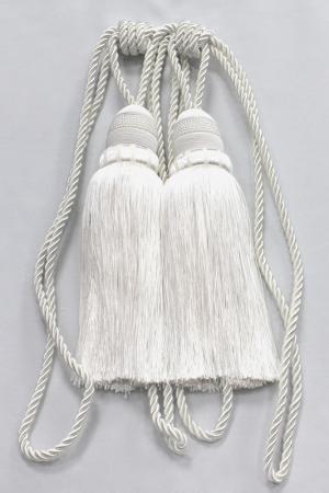 Пара декоративных кистей Ajur. Цвет: белый