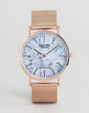Reclaimed Vintage Часы цвета розового золота с сетчатым браслетом и мраморным принтом Re. Цвет: золотой