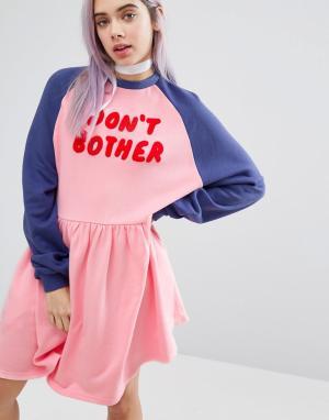 Lazy Oaf Платье-джемпер с рукавами реглан и надписью Dont Bother. Цвет: розовый