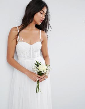 ASOS Платье макси с корсетной отделкой и тюлевой юбкой BRIDAL. Цвет: кремовый