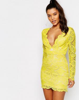 Love Triangle Кружевное платье мини с V‑образным вырезом. Цвет: желтый