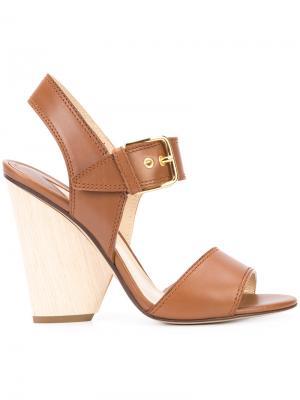 Босоножки на наборном каблуке Paul Andrew. Цвет: коричневый