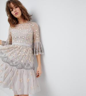 Needle & Thread Платье миди с отделкой и рукавами клеш. Цвет: бежевый