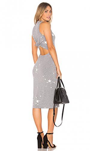 Платье с узлом сзади star dust MONROW. Цвет: серый