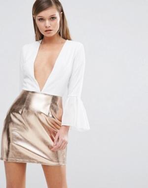 Rare Платье с глубоким декольте и юбкой цвета металлик. Цвет: белый