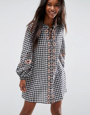 ASOS Платье в клетку с длинными рукавами и вышивкой. Цвет: мульти