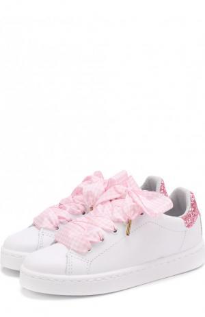 Кожаные кеды с декоративной шнуровкой и глиттером Monnalisa. Цвет: розовый