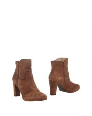 Полусапоги и высокие ботинки EYE. Цвет: коричневый