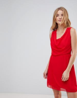 Wal G Платье с драпировкой спереди. Цвет: красный