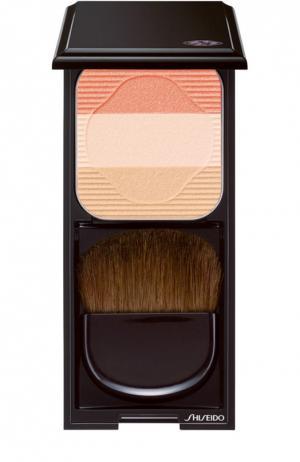 Румяна-трио с шелковистой текстурой и эффектом сияния OR1 Shiseido. Цвет: бесцветный