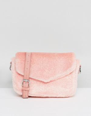 Skinnydip Розовая пушистая сумка через плечо. Цвет: розовый