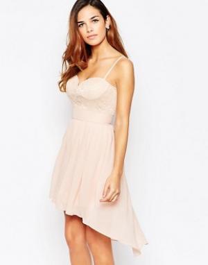 Elise Ryan Короткое приталенное платье асимметричной длины с вырезом сердечком El. Цвет: розовый