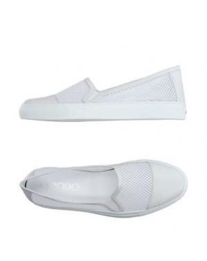Низкие кеды и кроссовки RODO. Цвет: белый