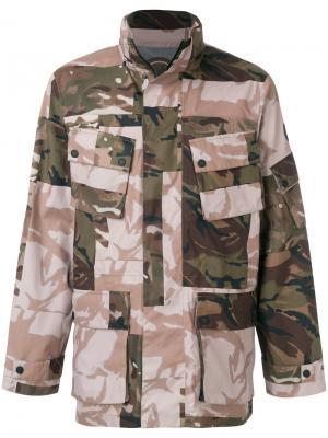 Пальто с камуфляжным принтом Christopher Raeburn. Цвет: многоцветный