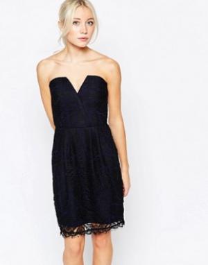 Adelyn Rae Кружевное платье без бретелей. Цвет: мульти