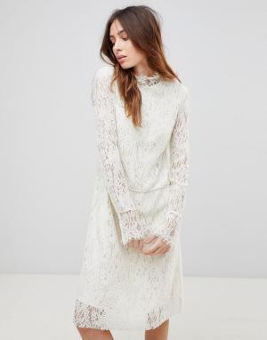 See U Soon Кружевное платье с высоким воротом. Цвет: кремовый
