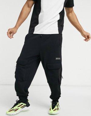 Зауженные спортивные штаны карго с принтом в виде нашивок -Черный цвет ASOS Unrvlld Supply