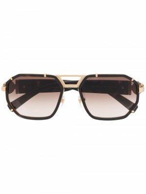 Солнцезащитные очки в массивной оправе Versace Eyewear. Цвет: нейтральные цвета