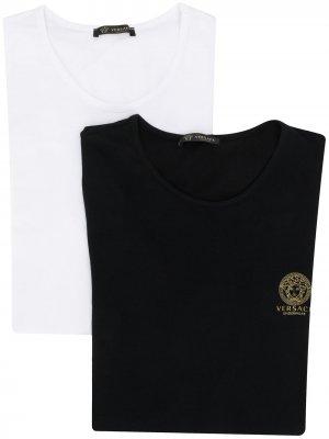 Комплект из двух футболок с декором Medusa Versace. Цвет: черный