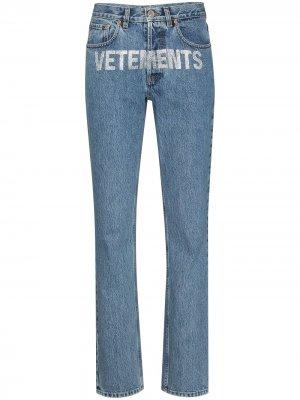 Прямые джинсы с декорированным логотипом Vetements. Цвет: синий