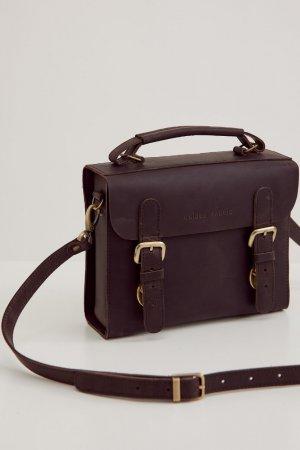 Портфель с декоративными пряжками ЧЕРЕШНЯ. Цвет: коричневый