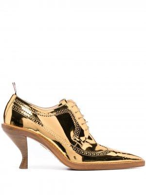 Броги на скульптурном каблуке Thom Browne. Цвет: золотистый