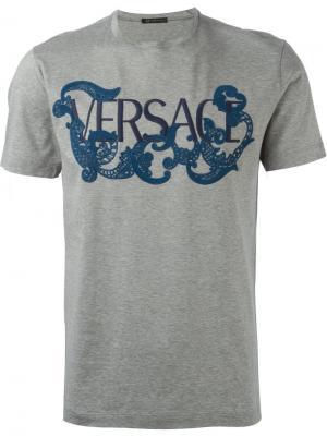Футболки и жилеты Versace. Цвет: серый