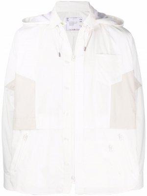 Куртка с капюшоном и кулиской sacai. Цвет: белый