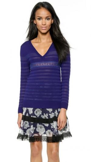 Пуловер с V-образным вырезом Nina Ricci. Цвет: голубой