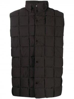 Дутый жилет с плетением Intrecciato Bottega Veneta. Цвет: коричневый