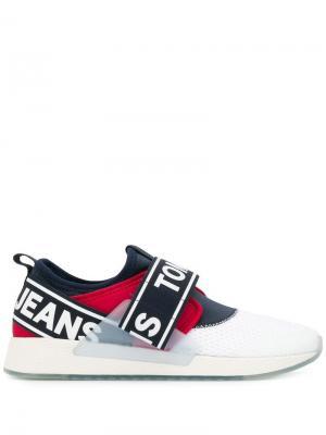 Слипоны с логотипом Tommy Jeans. Цвет: белый