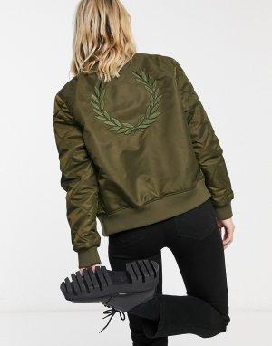 Оливково-зеленая куртка-бомбер со стегаными рукавами -Черный Fred Perry