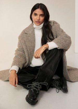 Кожаные ботинки с контрастными шнурами - Mountain Mango. Цвет: черный